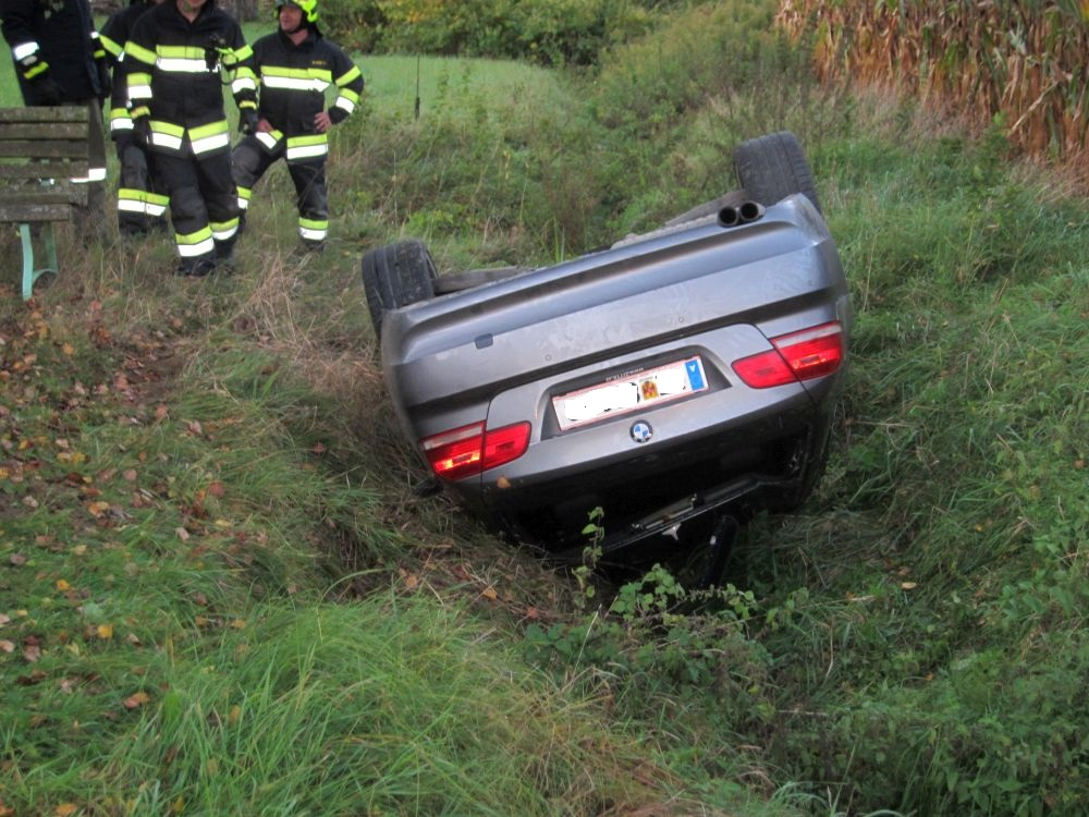 PKW-Lenker kam mit seinem Fahrzeug...