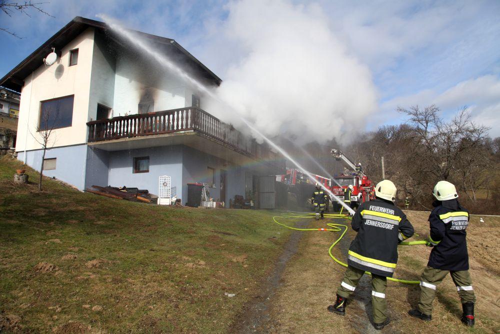 Zimmerbrand in Jennersdorf-Bergen...
