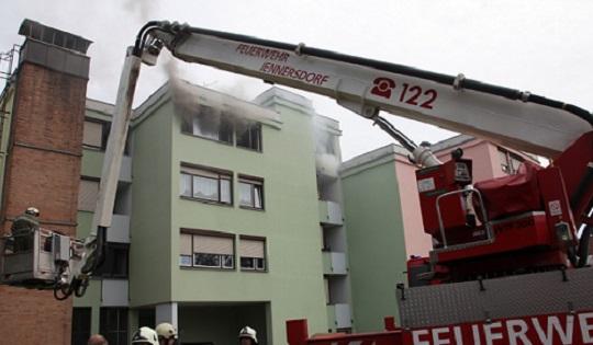 Vier Personen bei Wohnungsbrand...