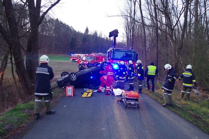 Verkehrsunfall mit eingeklemmter...