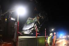 Fahranfänger landete nach Unfall mit Fahrzeugdach in einer Baumgruppe_10