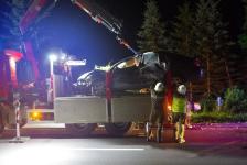 Fahranfänger landete nach Unfall mit Fahrzeugdach in einer Baumgruppe_9