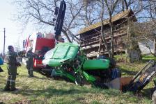 Pensionist kippte mit  Traktor in Hohlweg um_4