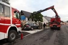 PKW-Lenker kam  auf Brückengeländer zum Stillstand_1