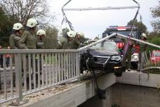 PKW-Lenker kam  auf Brückengeländer zum Stillstand_2