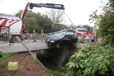 PKW-Lenker kam  auf Brückengeländer zum Stillstand_3