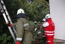 Zwei Personen aus Baumkrone gerettet_16