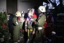 Zwei Personen aus Baumkrone gerettet_23