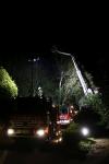 Zwei Personen aus Baumkrone gerettet_36