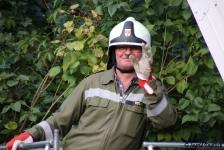 Zwei Personen aus Baumkrone gerettet_38